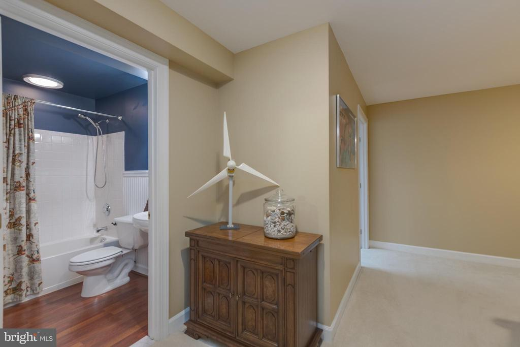 Full bath on lower level - 43262 TISBURY CT, CHANTILLY