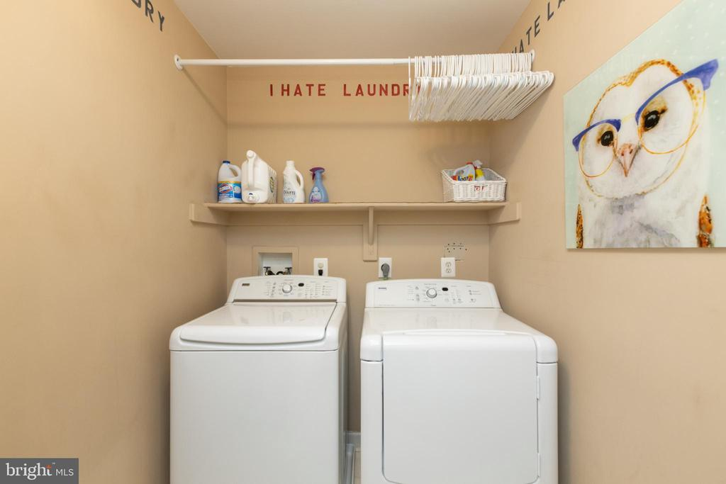 Large laundry room - 43262 TISBURY CT, CHANTILLY