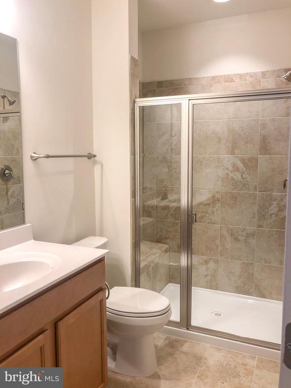 Full Bathroom - 124 PENNS CHARTER LN, STAFFORD