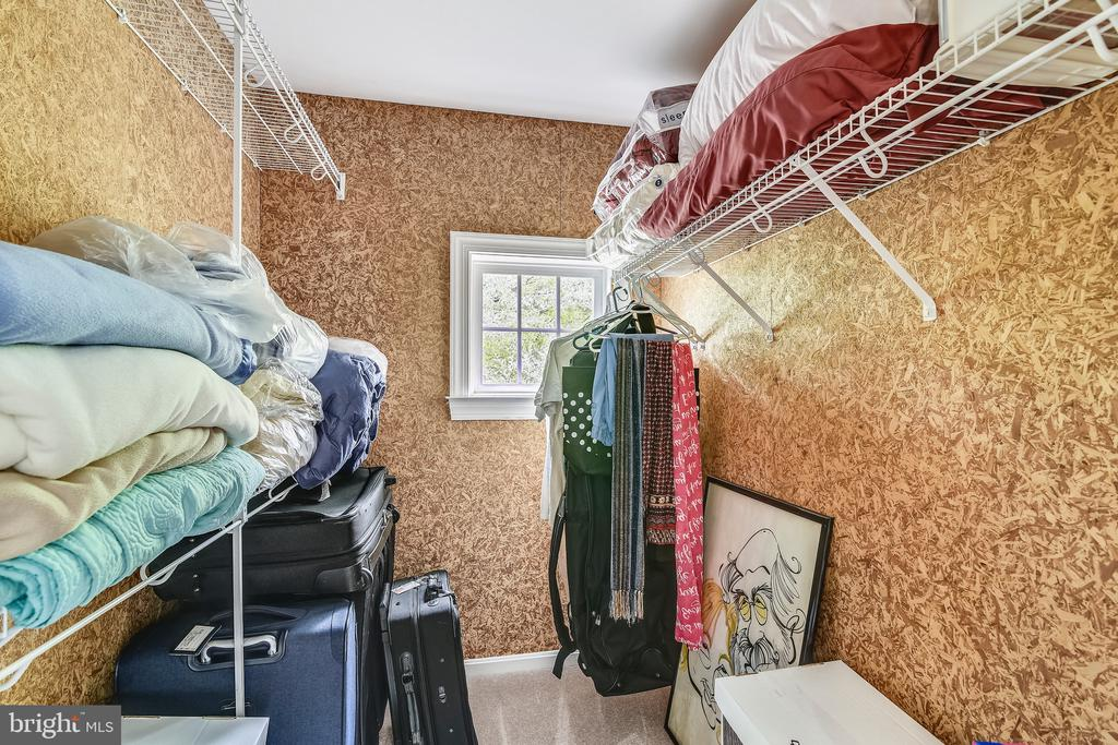 Cedar closet - 629 DISKIN PL SW, LEESBURG