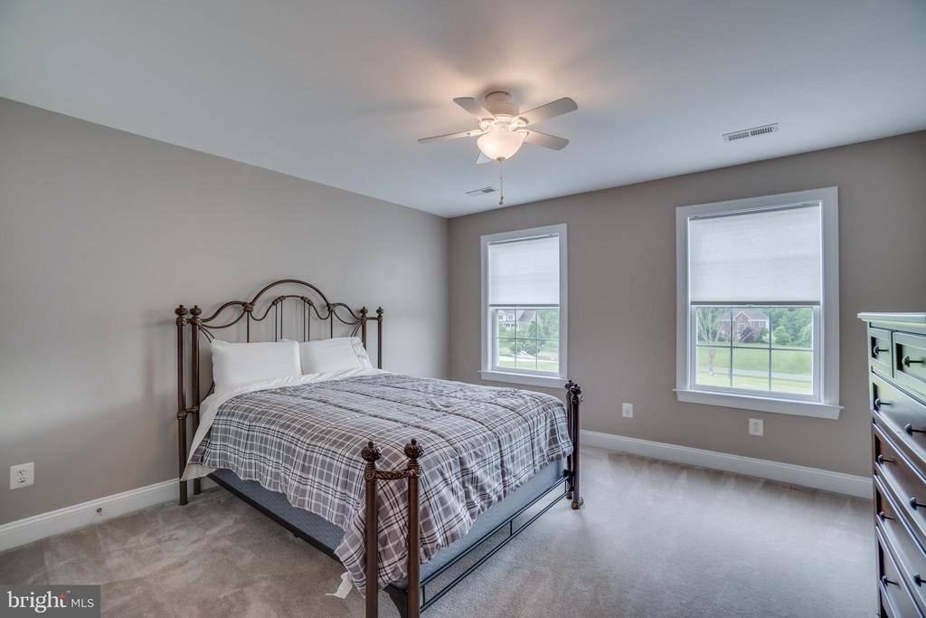Bedroom #2 (Upper Level) Shares J&J Bath - 60 TURNSTONE CT, STAFFORD
