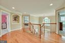 Art Niche & Hardwood Flooring in Upper Hall - 60 TURNSTONE CT, STAFFORD