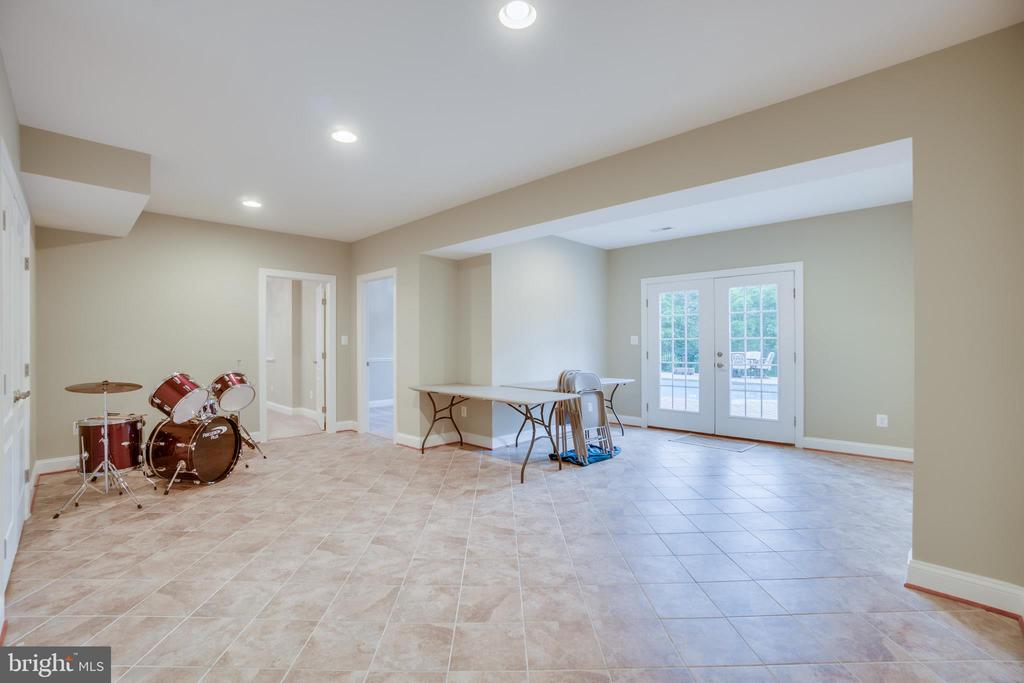 Tiled Section in Basement (leads to Pool) - 60 TURNSTONE CT, STAFFORD