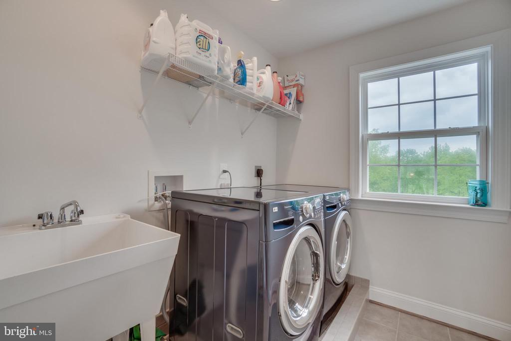 Upper Level Laundry Room with Utility Sink - 60 TURNSTONE CT, STAFFORD