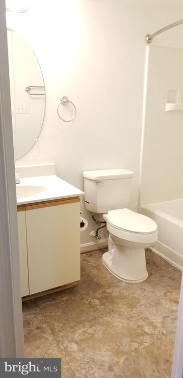Full Bath - 5833 ORCHARD HILL LN, CLIFTON
