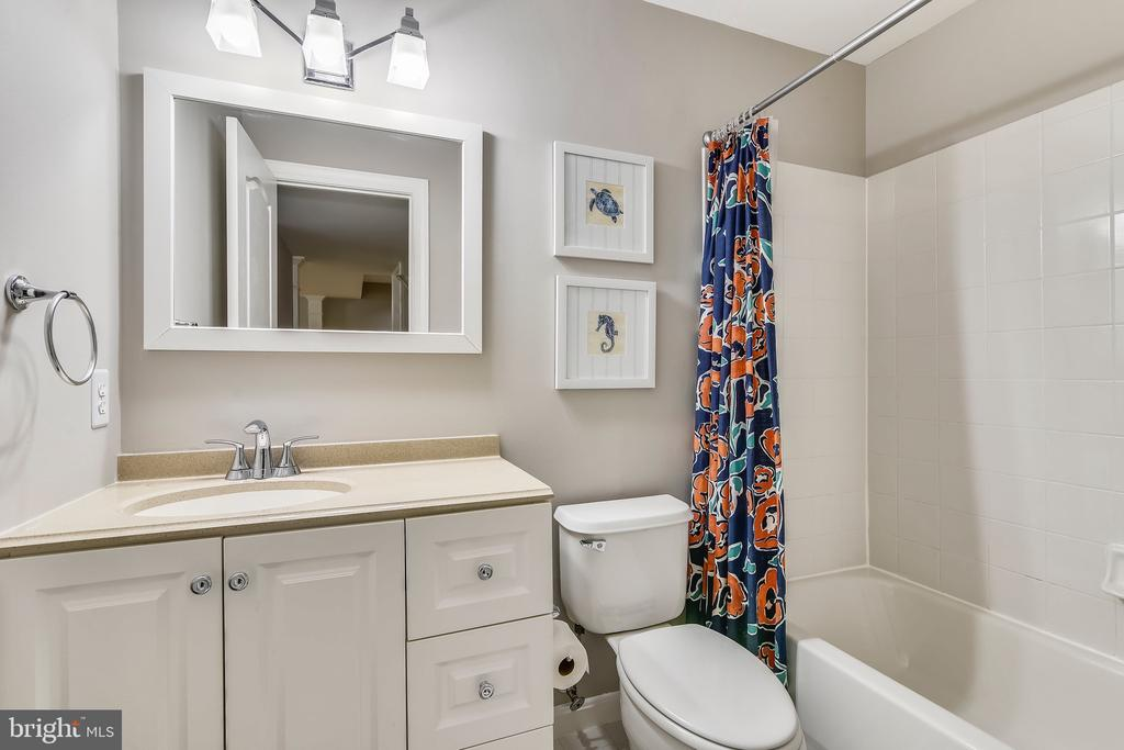 Full bathroom in basement - 629 DISKIN PL SW, LEESBURG