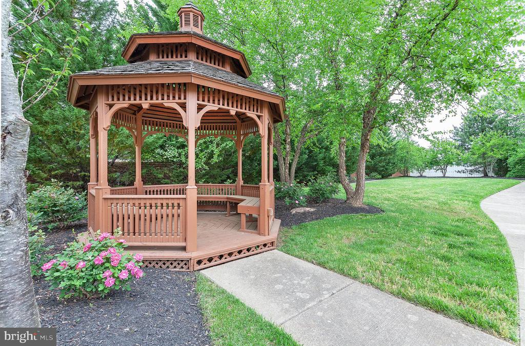 Gazebo  in Neighborhood - 4223 SONIA CT, ALEXANDRIA