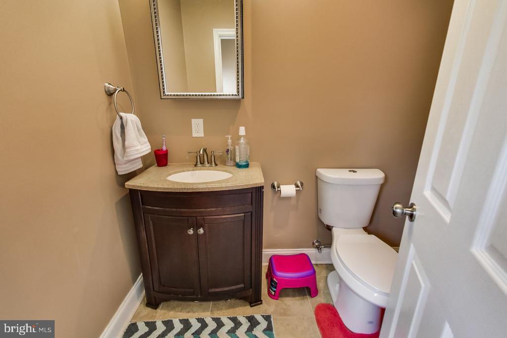 En Suite 2 Full Bath - 2700 FAIRLAWN ST, TEMPLE HILLS