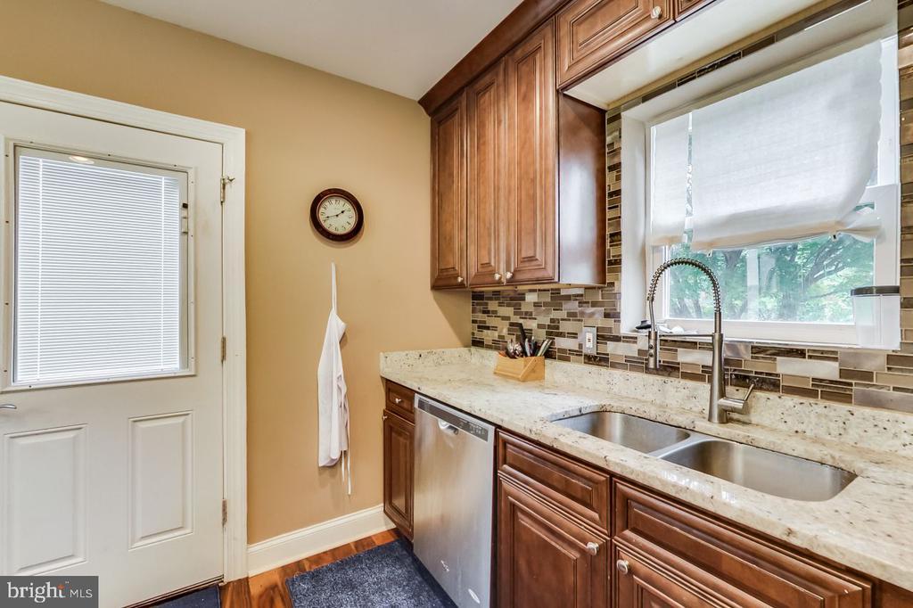 Kitchen - 2700 FAIRLAWN ST, TEMPLE HILLS