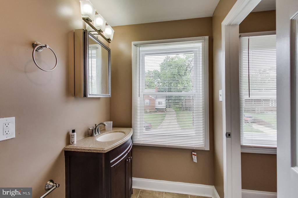 En Suite 3 Full Bath - 2700 FAIRLAWN ST, TEMPLE HILLS