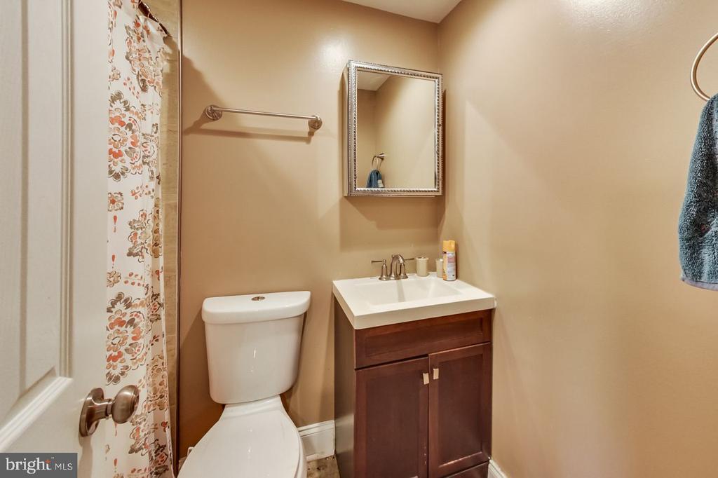 Lower Level Full Bath - 2700 FAIRLAWN ST, TEMPLE HILLS
