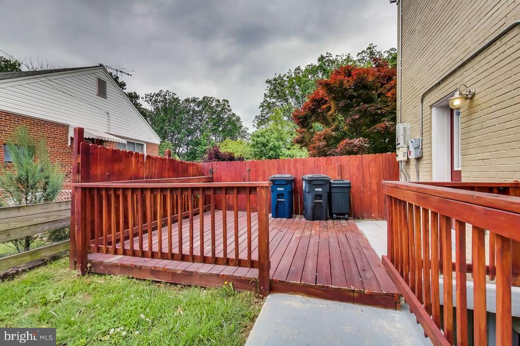 Side Deck - 2700 FAIRLAWN ST, TEMPLE HILLS
