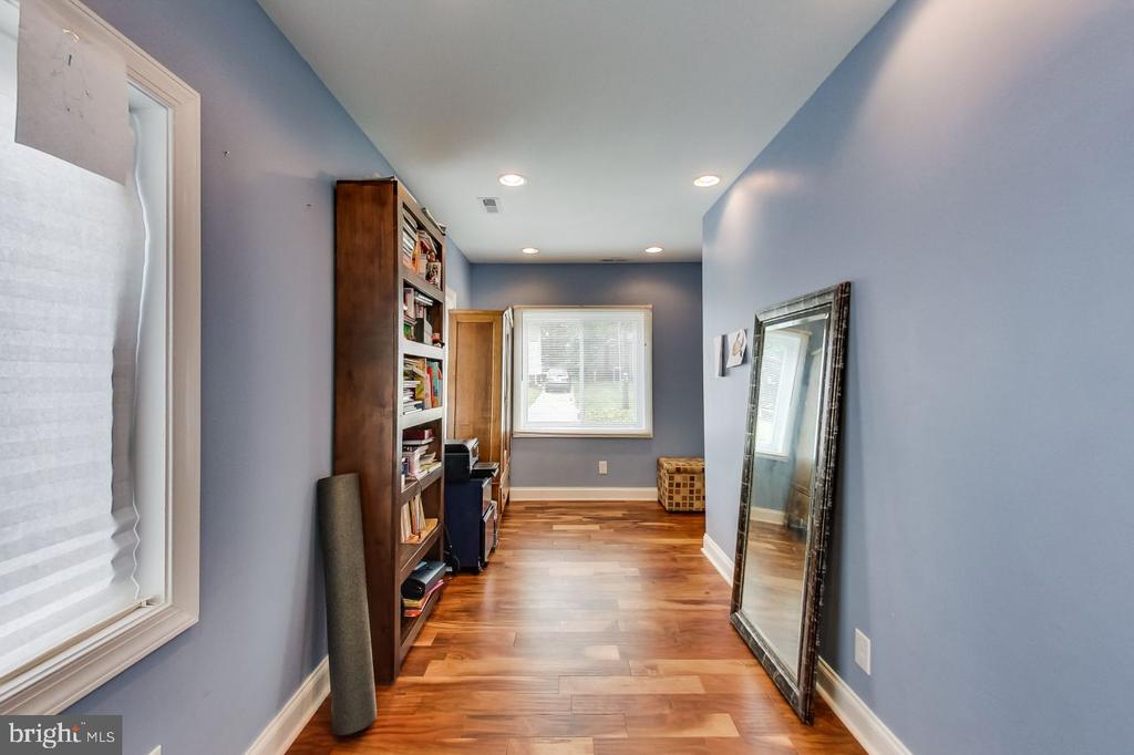 Sunroom or playroom off of Living Room - 2700 FAIRLAWN ST, TEMPLE HILLS