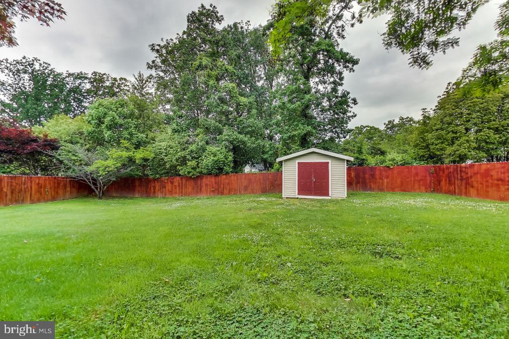 Fenced Yard with Shed - 2700 FAIRLAWN ST, TEMPLE HILLS