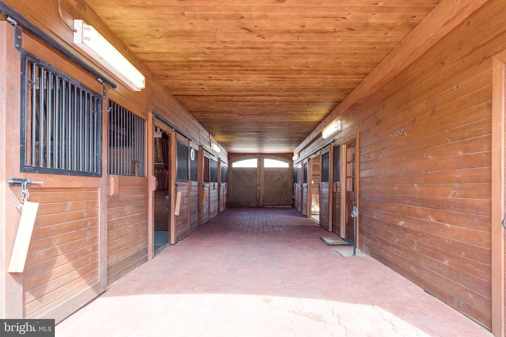 Pristine condition - never used for horses (yet!) - 9179 OLD DOMINION, MCLEAN