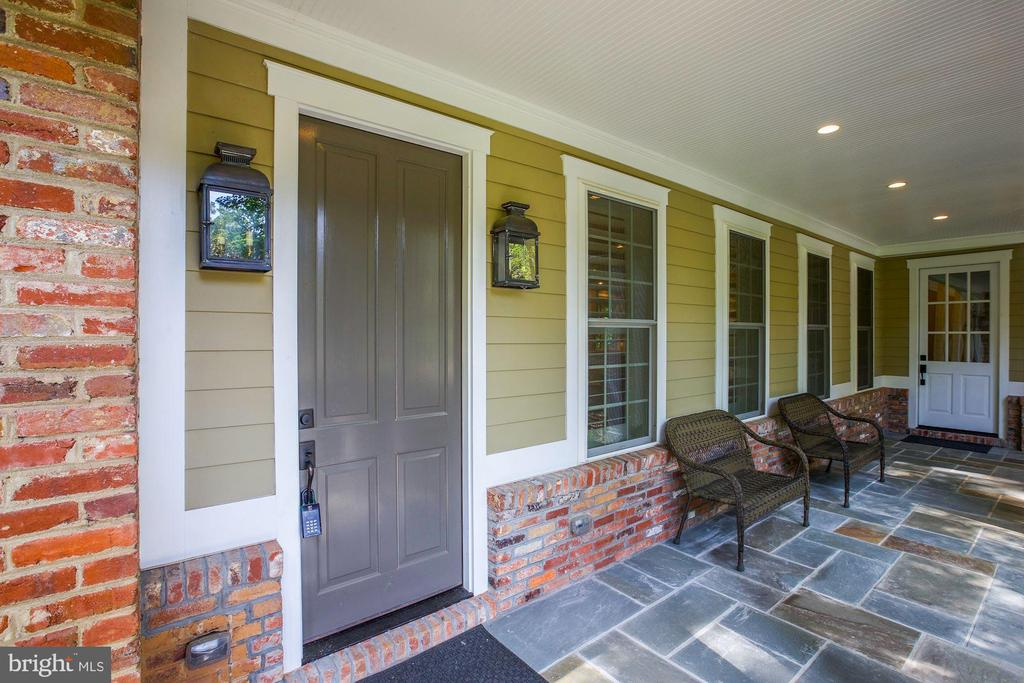 Slate front porch - 7612 WOODRIDGE CIR, ALEXANDRIA
