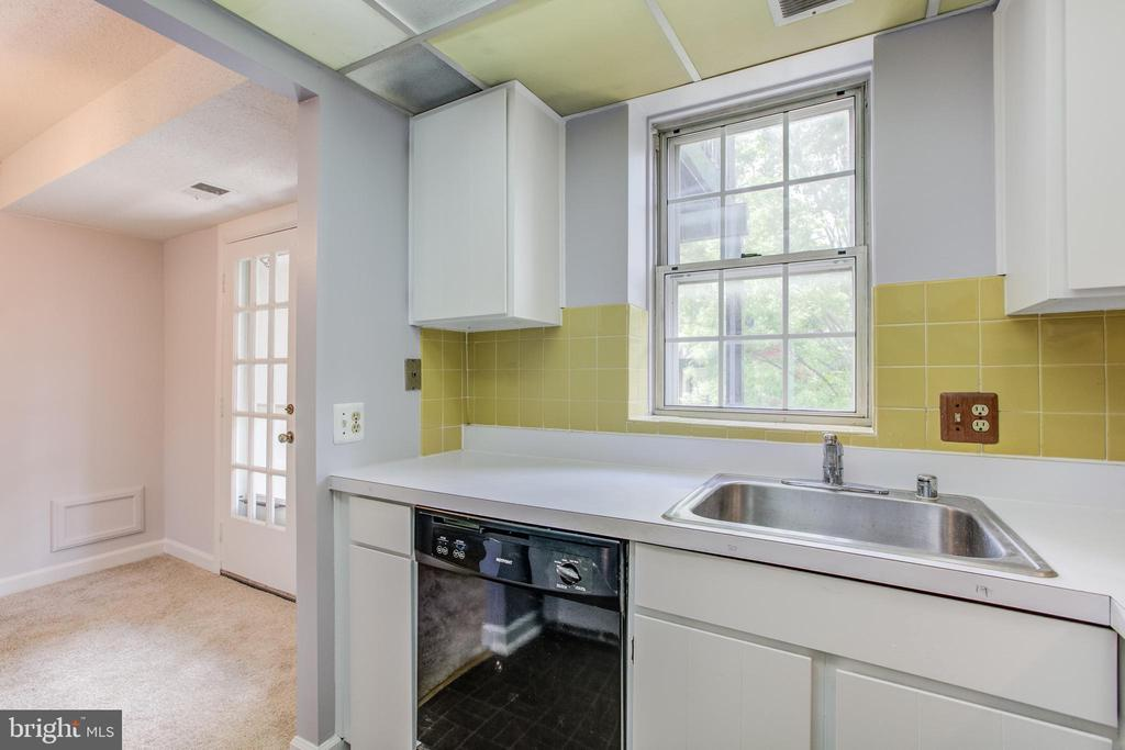 Priced To Add Your Personal Touches - 2950 S COLUMBUS ST #B1, ARLINGTON