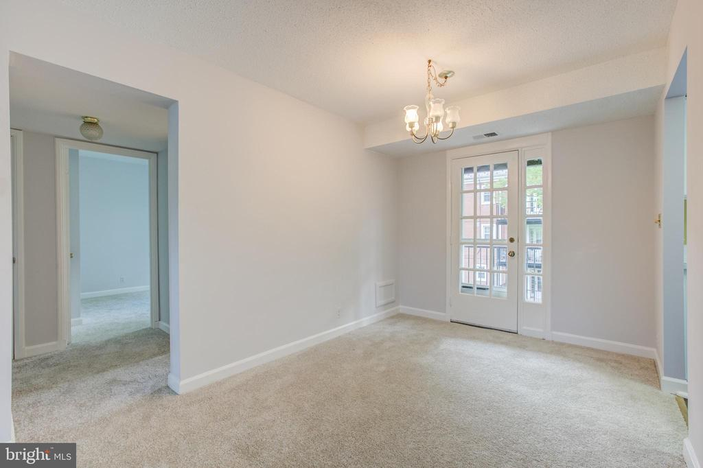 Dining Room To Picturesque Balcony - 2950 S COLUMBUS ST #B1, ARLINGTON
