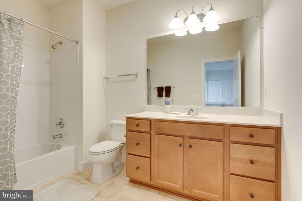 Full Bath in Hallway - 14 SORREL LN, STAFFORD