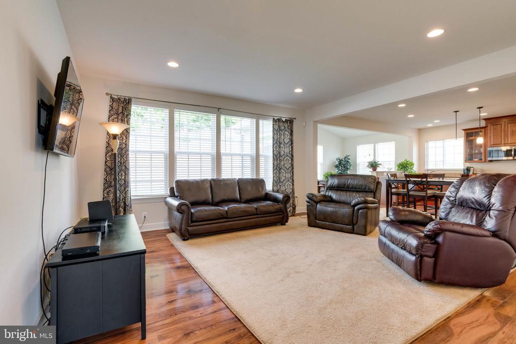 Open Family Room with plenty bright light - 14 SORREL LN, STAFFORD