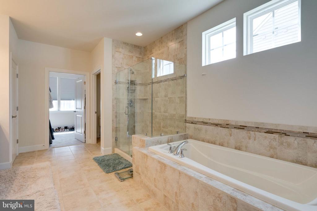 Full Bath on Main Level - 14 SORREL LN, STAFFORD