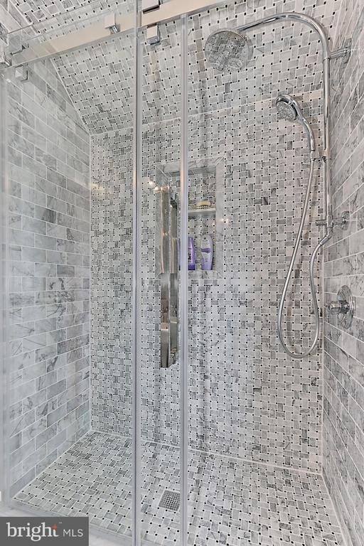 Renovated hall bath shower - 210 N EDISON ST, ARLINGTON