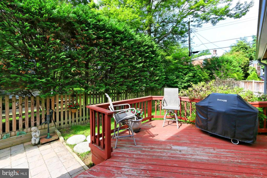 Rear deck steps down to a private patio - 210 N EDISON ST, ARLINGTON