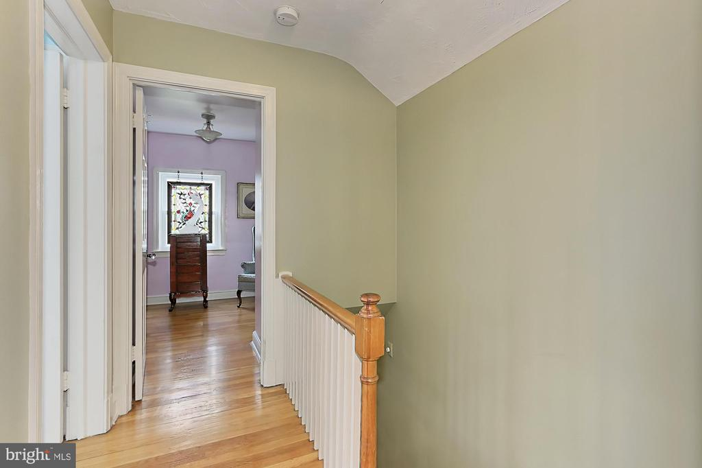 Upstairs hall - 210 N EDISON ST, ARLINGTON