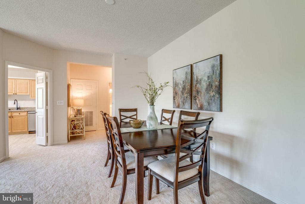 Great Access to Kitchen - 19355 CYPRESS RIDGE TER #601, LEESBURG