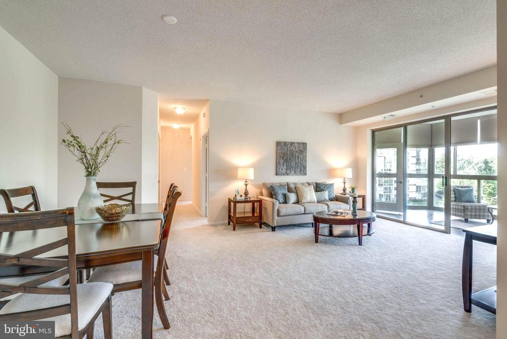 Entertaining is Easy with Open Layout - 19355 CYPRESS RIDGE TER #601, LEESBURG