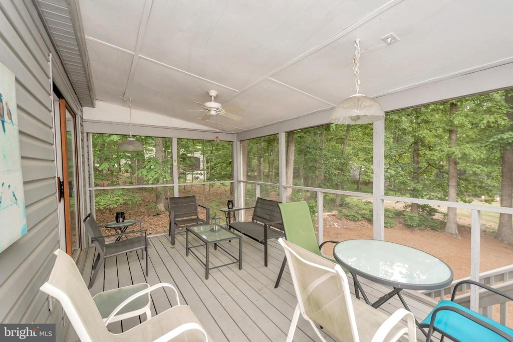 Large screened porch with access to deck area - 107 GREEN ST, LOCUST GROVE