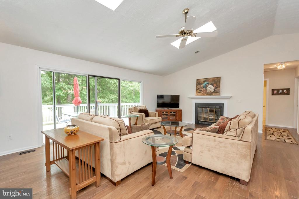 Cathedral ceilings, skylights with lots of light - 107 GREEN ST, LOCUST GROVE