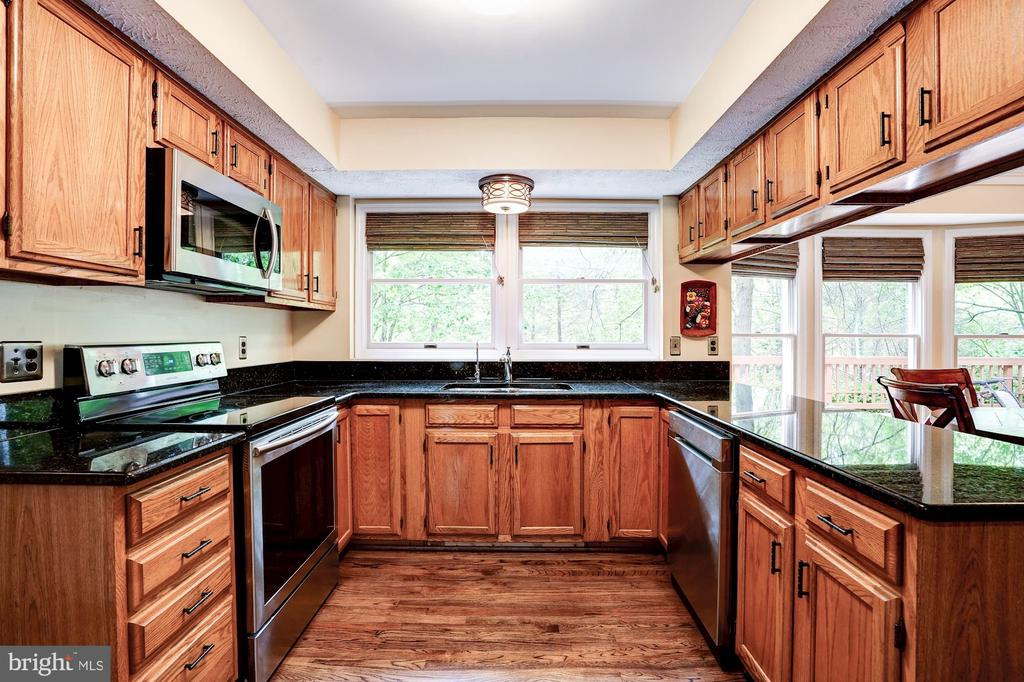 Granite Countertops - 2330 CLUB POND LN, RESTON