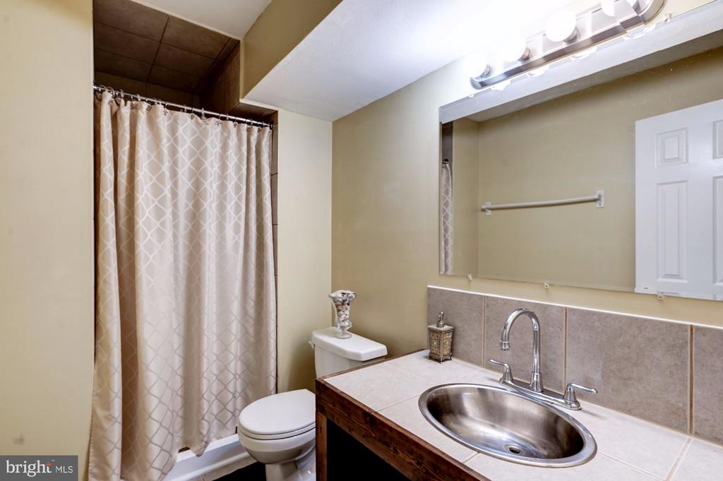 Lower Level Full Bath  w/ Shower - 2330 CLUB POND LN, RESTON