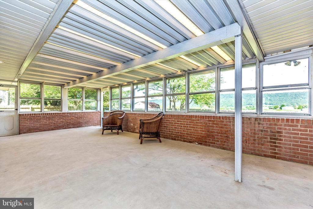 Sunroom - 820 JEFFERSON PIKE, KNOXVILLE