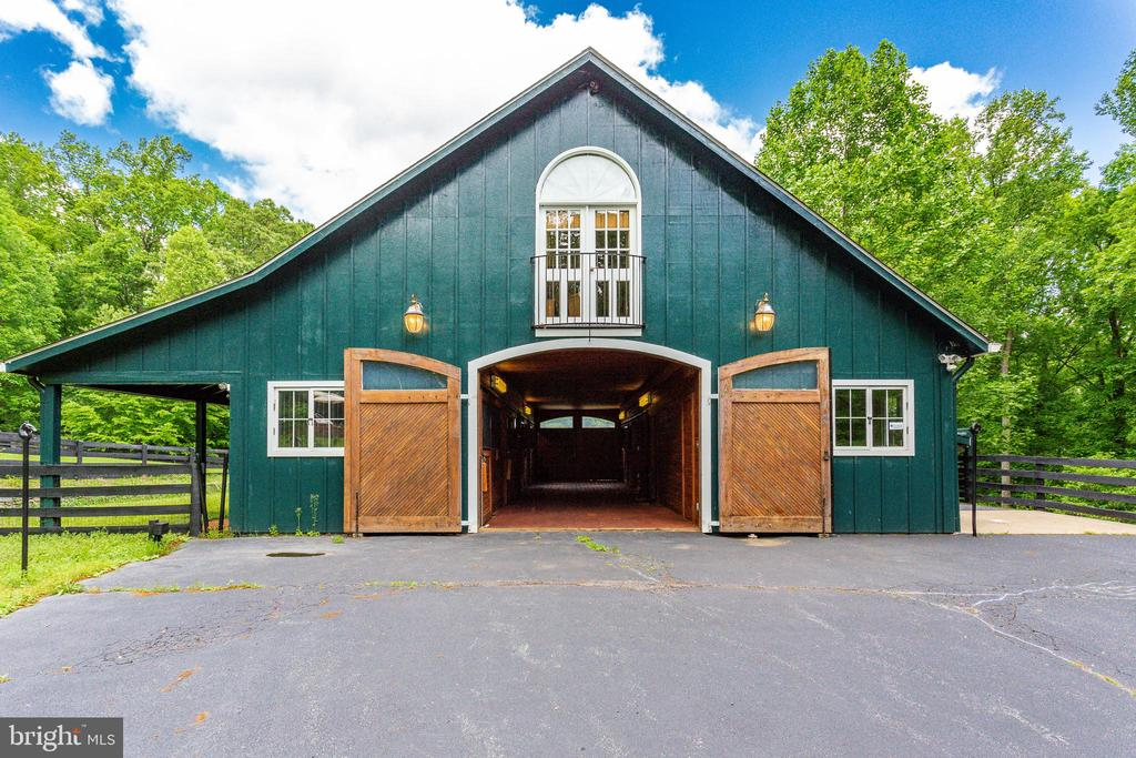 Barn Doors at both ends - 9179 OLD DOMINION, MCLEAN