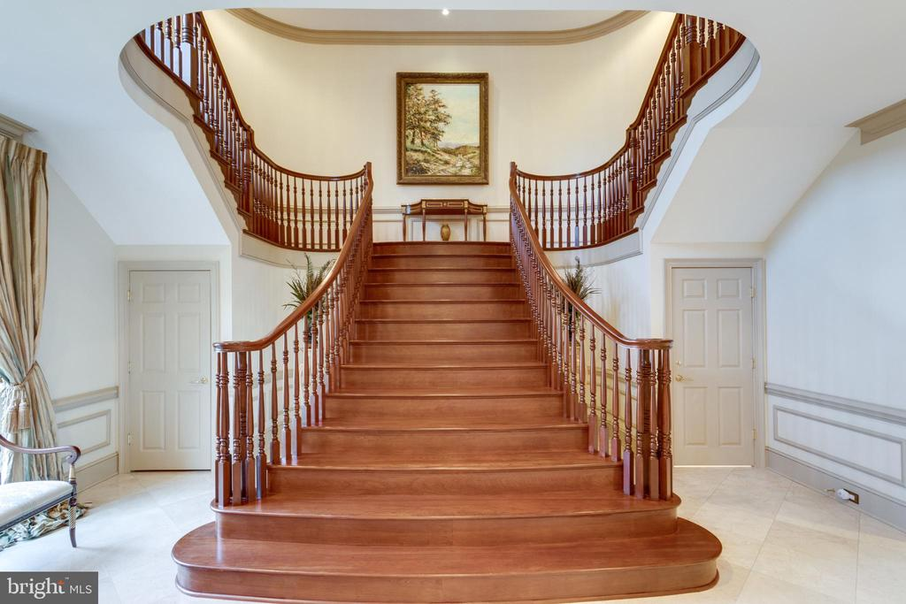 Grand cherry staircase - 9179 OLD DOMINION, MCLEAN