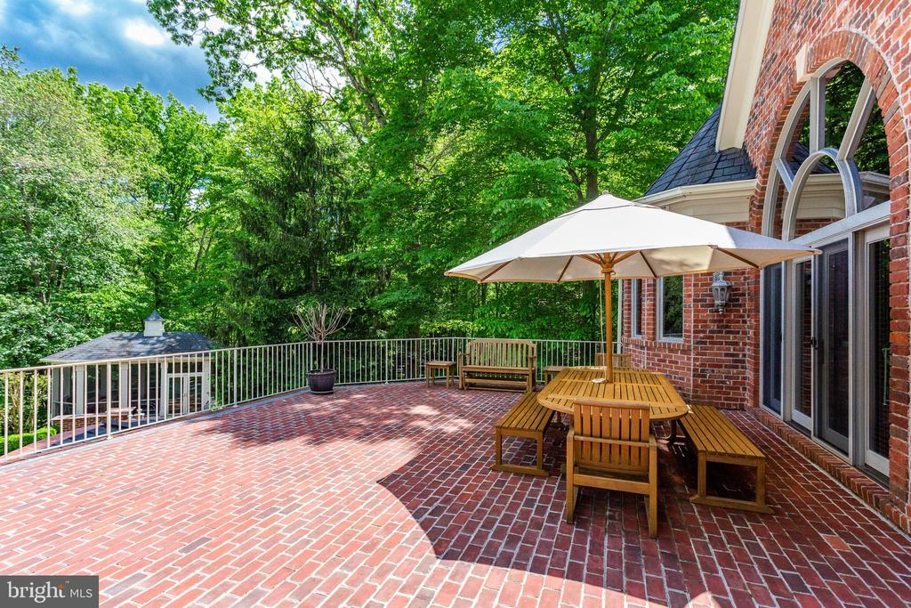 Beautiful vantage point - 9179 OLD DOMINION, MCLEAN