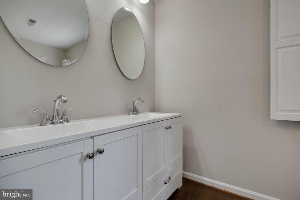 Master bathroom - 23210 DOVER RD, MIDDLEBURG