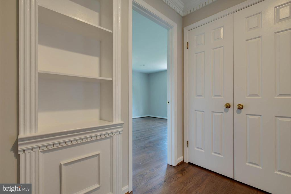 Upstairs hallway with built in cabinets - 23210 DOVER RD, MIDDLEBURG