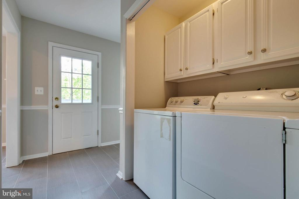 Laundry room on main level - 23210 DOVER RD, MIDDLEBURG