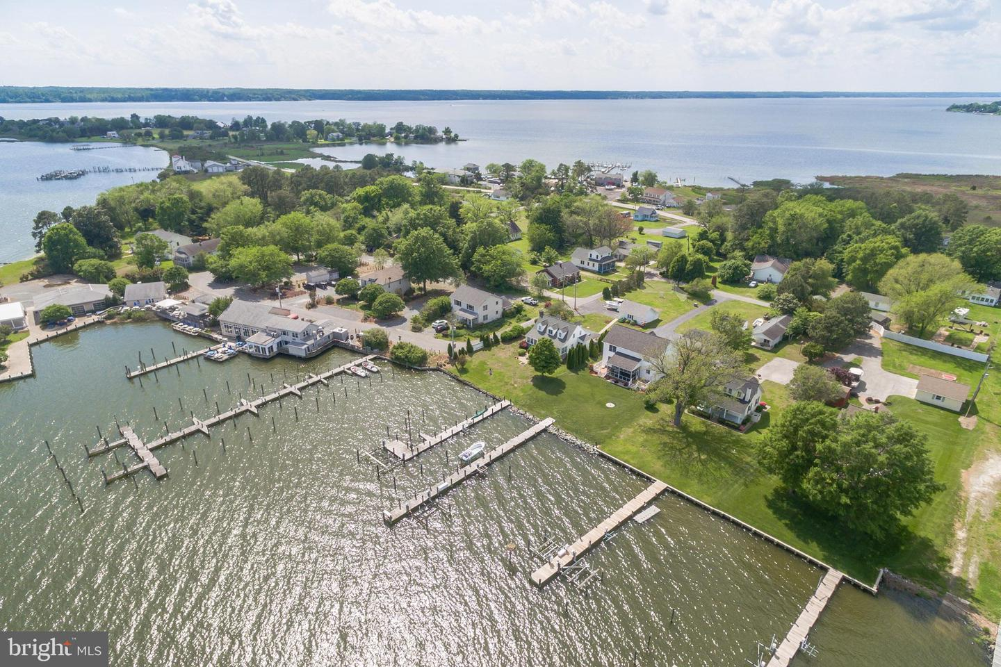 Single Family Homes pour l Vente à 3918 & 3916 OYSTER HOUSE Road, Broomes Island, Maryland 20615 États-Unis
