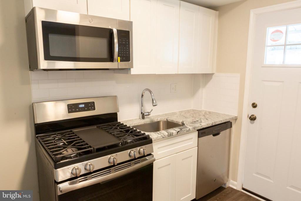Kitchen - 3307 NE AMES ST NE, WASHINGTON