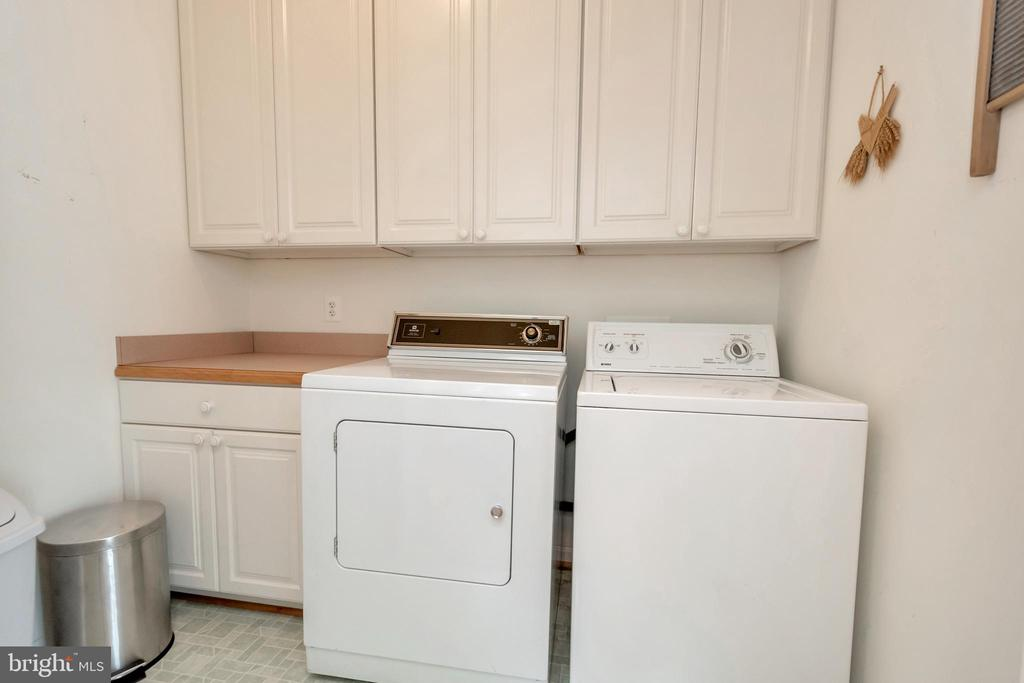 and complete laundry room - 11325 FAWN LAKE PKWY, SPOTSYLVANIA