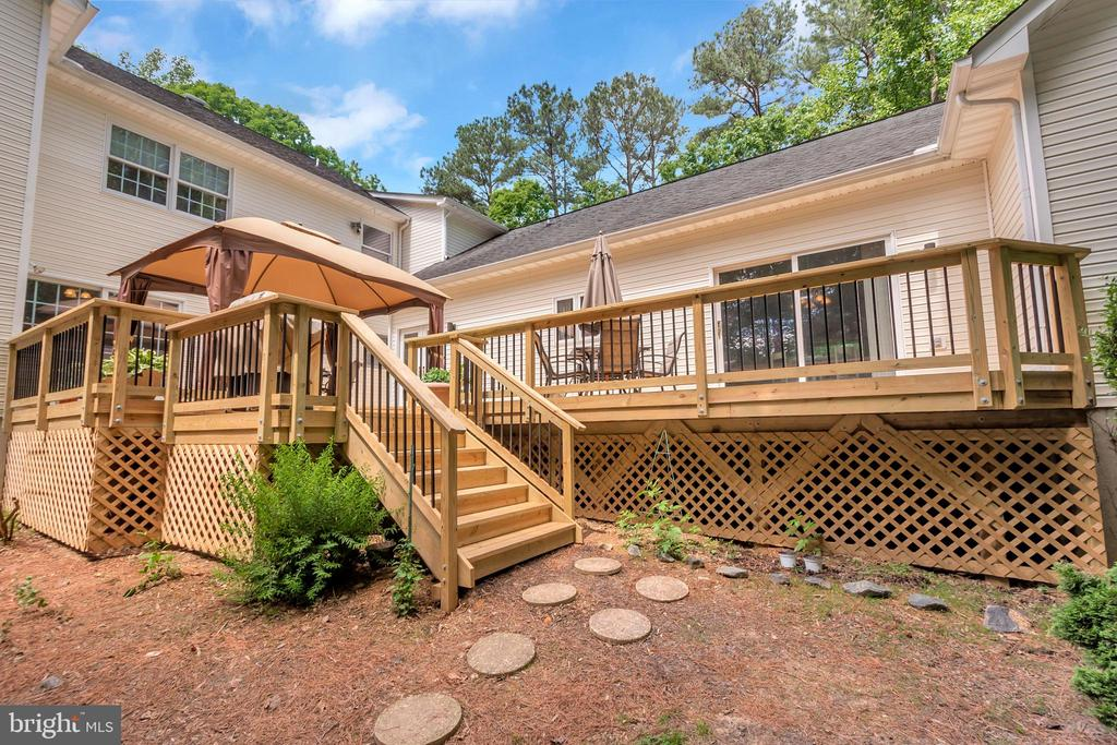 New combo wood deck with Metal balusters - 11325 FAWN LAKE PKWY, SPOTSYLVANIA