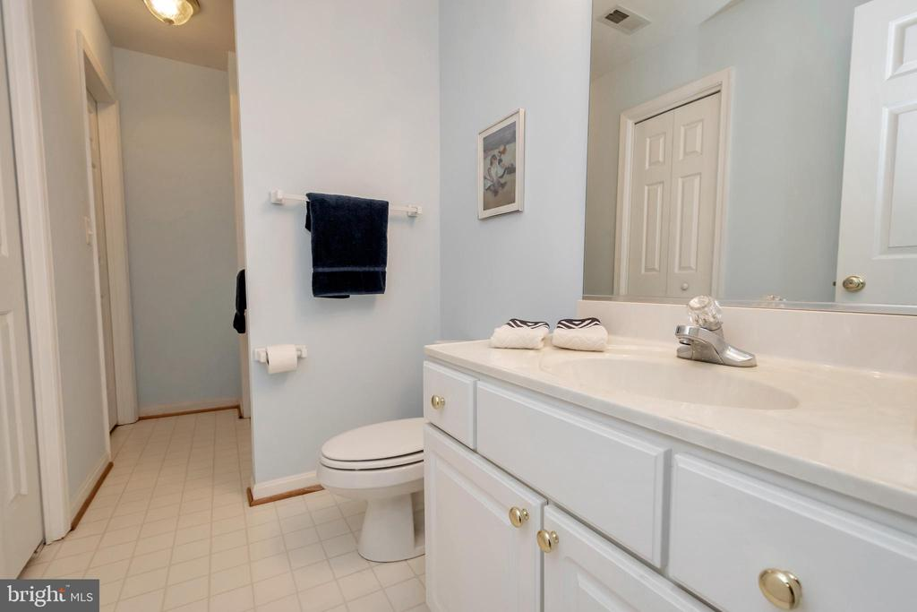 Another full  bath - 11325 FAWN LAKE PKWY, SPOTSYLVANIA