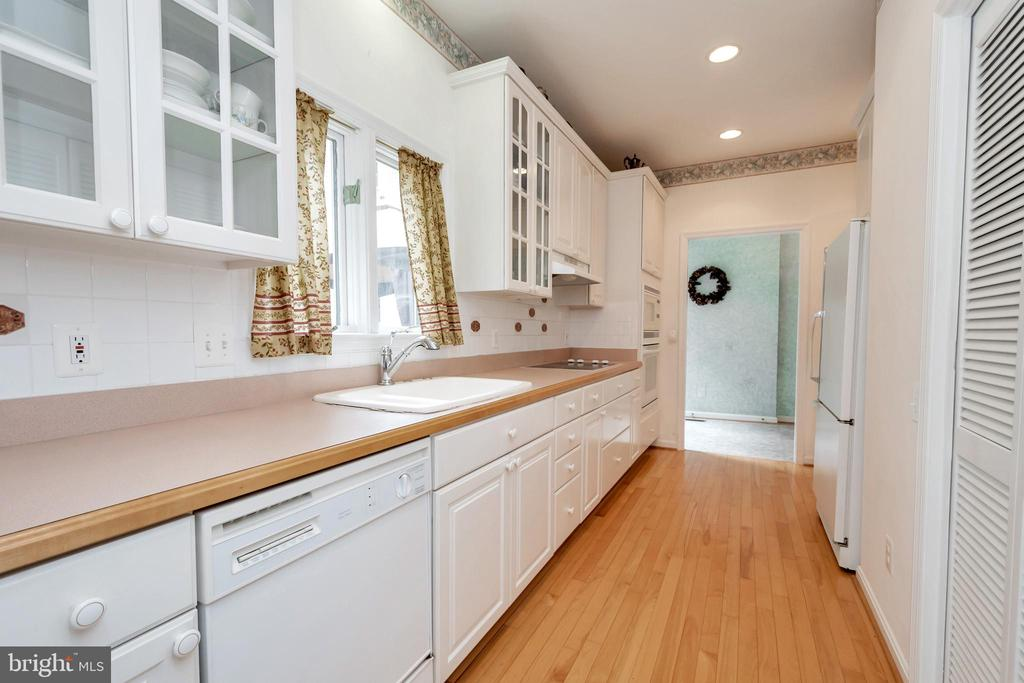 Gallery kitchen in second house - 11325 FAWN LAKE PKWY, SPOTSYLVANIA