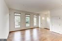 BRIGHT home has transom windows throughout - 8033 KIDWELL HILL CT, VIENNA