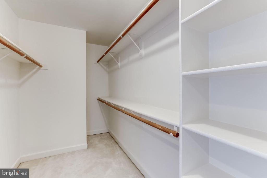 Huge MBR walk-in Closet - 8033 KIDWELL HILL CT, VIENNA