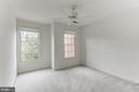 Bedroom 2, with ceiling fam - 8033 KIDWELL HILL CT, VIENNA
